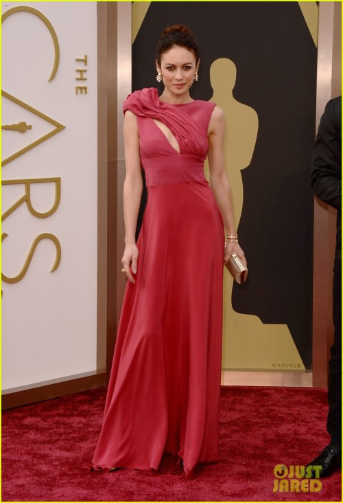 http://www.justjared.com/photo-gallery/3064109/olga-kurylenko-wears-eco-fashion-on-oscars-2014-red-carpet-02/